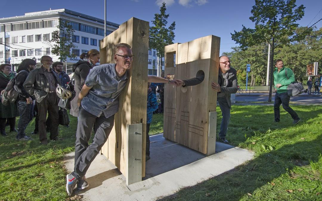 """Feierliche Einweihung der Installation: """"Denk mal! im öffentlichen Raum für Demokratie, Nachbarschaft und Integration"""""""
